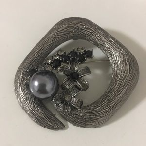 Jewelry - Decorative Brooch with Black Pearl